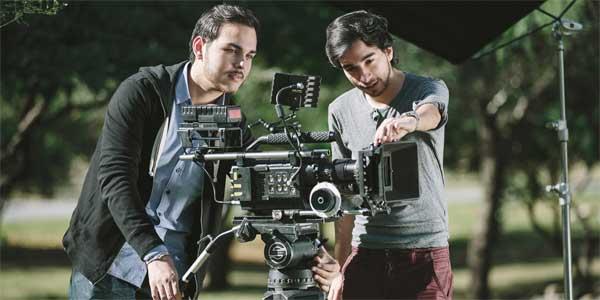Masters Postgrados de Cinematografia y Audiovisuales. Adéntrate en un mundo de imaginación compaginado con la realidad, tenemos una oferta que no podrás rechazar