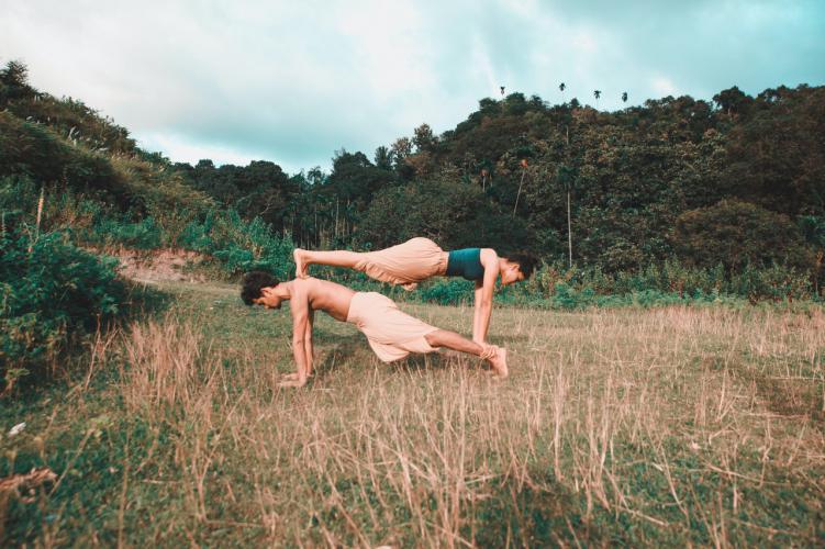 Como ser yoga aire libre