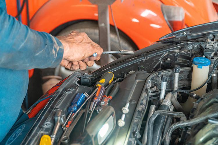 Como ser mecánico de automóviles