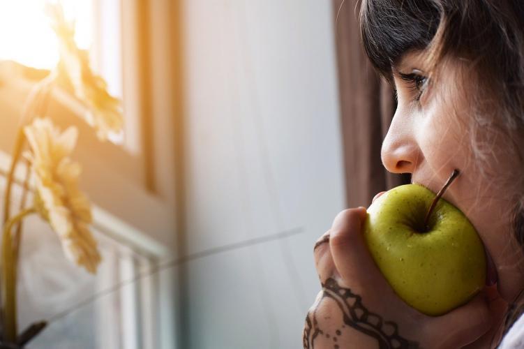 Como ser niña manzana comer foniatra logopeda