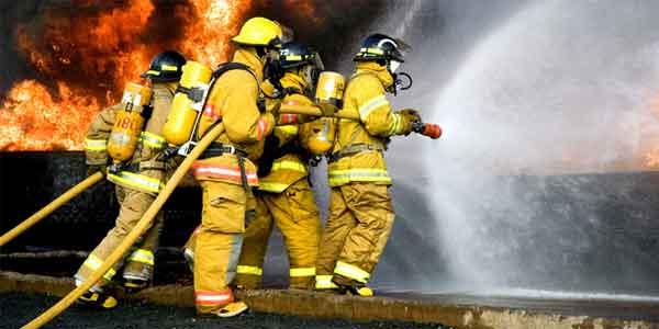 Oposiciones de Bomberos. El bombero es la persona que presta su ayuda y su vida cuando la situación lo necesita.